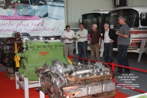 Jacques présente les moteurs exposés
