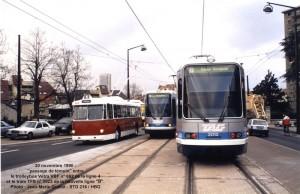 Ligne de tram B en service = Vétra VBF n° 662 passant le relais aux trams