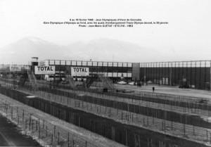 Trans Olympe aux JO de Grenoble = Gare d'Alpexpo, quais d'embarquement