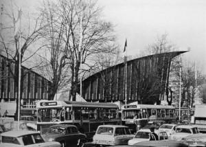 autobus de la RATP devant le Palais des Sports, 1968