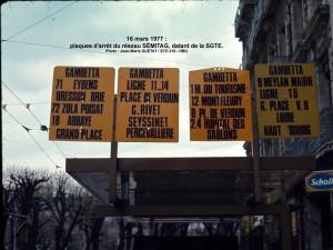 Plaques d'arrêt sur abribus