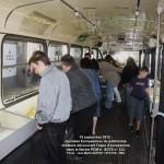Visiteurs découvrant l'expo d'accessoires dans le Berliet PCM-U SGTE n° 332