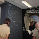 Jérôme présente la carte du SGLM qu'il a peinte sur un des murs de la salle