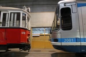 Le TFS n°2001 n'est plus le doyen des tramways à Grenoble. Il veille maintenant sur la 4098